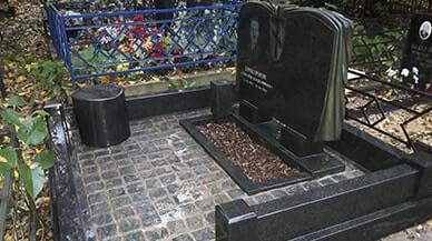 Цоколь из габбро-диабаза Шебекино Резные памятники Лиски